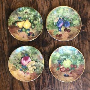 Set of four beautiful fruit plates!